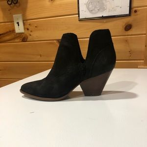 Like new Frye Reina Cut Out Bootie size 6.5